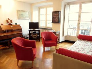 Il soggiorno è molto luminoso grazie alla presenza di due ampie finestre