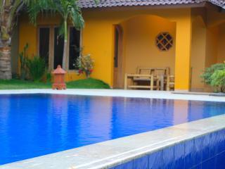 Ada Waktu, Yogyakarta,Spacious Bungalow, AC, Pool!, Pleret