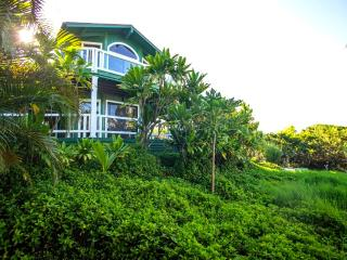 Huelo Pt Lookout House ... a romantic maui retreat, Haiku