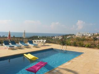 Bungalow, Amazing views, 3  En-suite, Coral Bay, Pafos