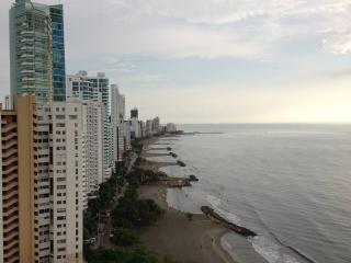BOCAGRANDE BEAUTIFUL PENTHOUSE WITH JACUZZI & BBQ, Cartagena