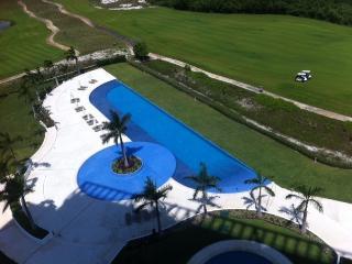 Elegant Cancun Condo*, Playa Mujeres