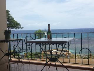 Beachfront Apartment, Ocho Rios