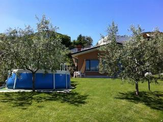 Villa Maggie - with lake view, garden  and pool, Soiano Del Lago