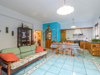Celeste: large and bright house in Amalfi