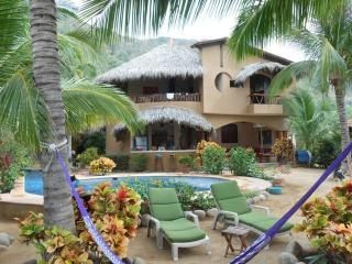 CASA FIREFLY Beach Villa, yoga deck & lap pool
