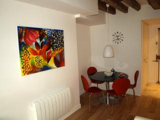 ParisApartment4U - Your Home Away From Home