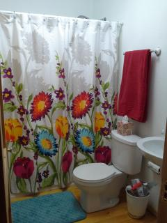 The 2nd bathroom is shared by 2 bedrooms. Towels and other necessities supplied.