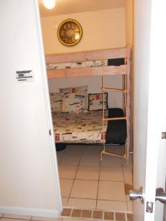 Small 2nd bedroom sleeps 3