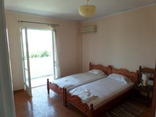 Apartment for 4 p near the center & 3 m from beach, Agios Gordios