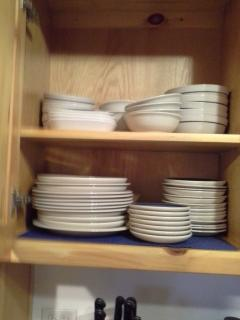 There are plenty of dishes but paper plates are also available.