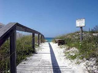 'Beach Haven' Semi-private pool, private deeded beach acess!!, Destin