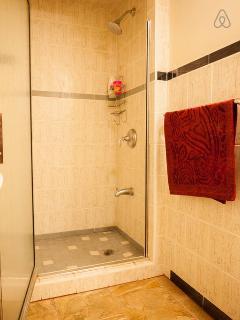 3rd bedroom bathroom.