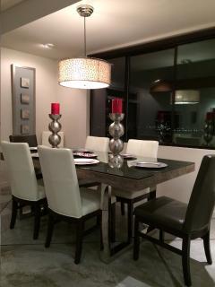 Hilltop 365 Dining room