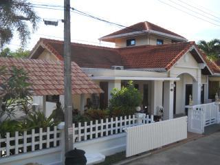 NAIYANG BEACH PHUKET THAILAND VILLA -  SLEEPS 6, Nai Yang