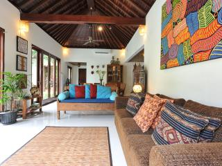 VILLA PUTI QUIET 3 BDRMS POOL 250 MTRS FROM BEACH, Sanur
