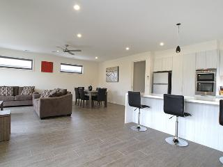 Contemporary 3 BR home in Healesville, sleeps 6