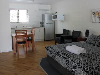 Studio Queen Room - 80 Mitchell Street, Townsville