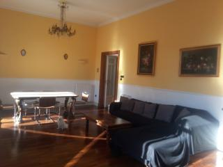 luxury apt very central and quiet, Napoli