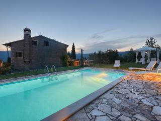 OLD STONE HOUSE ,PRIVATE POOL ,PERFECT RETREAT, Buzet