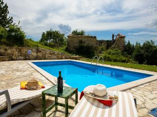 OLD STONE HOUSE ,PRIVATE POOL ,PERFECT RETREAT