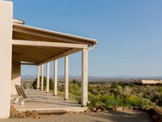 Charming 3 Bedroom Home in Taos, Willard