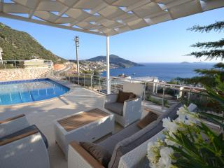 4 BEDROOMS VILLA TEO VERY CLOSE TO KALKAN TOWN