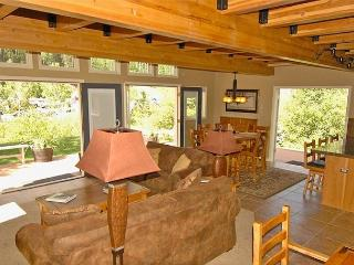 Viking Lodge 100A - GREAT VIEWS, In Town, Private Deck, Pool/HotTub, Parking., Telluride