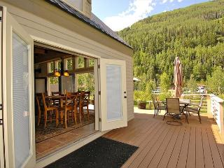 Viking Lodge 100A - Absolute riverfront, 900sf deck, gorgeous views!, Telluride