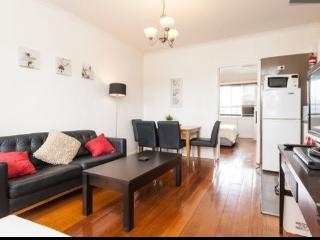 SLEEK 1BR & LOUNGE ON STKILDA BEACH, FREE WIFI, St. Kilda