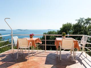Villa Barbara - Comfort Studio with Terrace and Sea View (3 Adults), Mlini