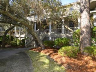 2nd Row Ocean Home, 2 Minute Walk to Beach, Private Pool/Hot Tub, Hilton Head
