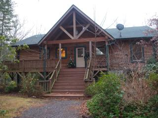 The Roost - 4 bd, 3 bath, 3200 sqft secluded Cabin