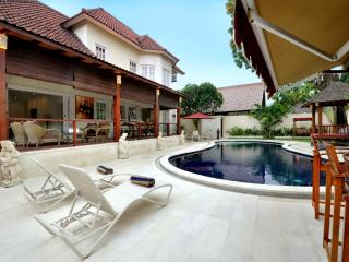 PALM VILLA: Huge Villa: 4 double bedrooms with private pool: Cool Bali Villas