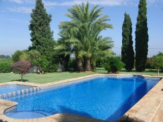 Privately owned villa,2000m2 plot,aircon/pool/wifi