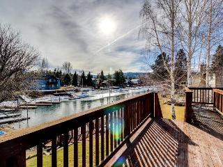Lakefront w/ private dock, tub tub, & sauna, South Lake Tahoe