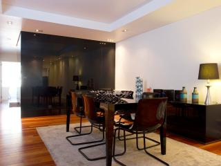 HolidayLovers Chiado Deluxe Modern Feel 3 BR Apartment
