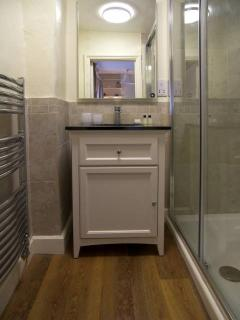 Each bedroom in the cottage has its own en suite bathroom with shower
