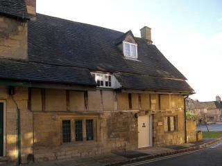 Its central location on Chipping Campden's famous High Street ensures convenient access to the town