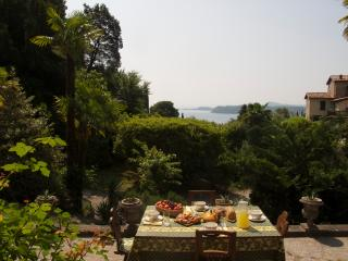 Charming Historical Lake View Villa, Gardone Riviera
