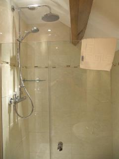 Rainfall shower head in ensuite shower room. Double size shower cubicle too.More exposed beams.