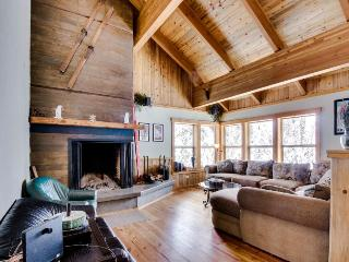 Government Camp rental w/ home theater, private hot tub