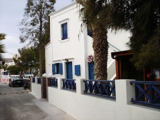 5 bedroom villa on the perissa beach