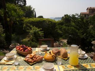 Fontanina Charming Historical Lake View Villa, Gardone Riviera
