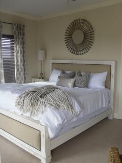 Third floor king bedroom with en-suite