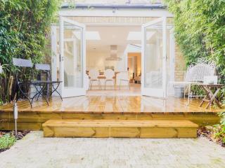 Beautiful, Modern Home w/ garden | Great Location | Fantastic Transport Links