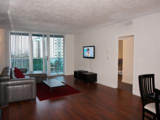 OCEANFRONT ON THE BEACH 2/1.5 + DEN ON THE 7TH FL, Hallandale Beach