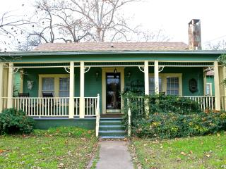 Adorable Historic Home Downtown Marble Falls