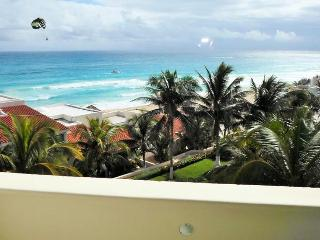 NEW REMODELED OCEAN VIEW STUDIO IN HOTEL ZONE, Cancun