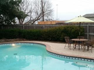 Family Home w/ Pool, Hottub, Ping-pong, Wifi ..